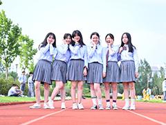 九月开学季即将结束 武汉新华各大专业名额已经所剩无几 如果你还没选好学校 或是对现状感到不满,想要转校 那就赶紧来武汉新华看一看吧 那些到校参观考察的家长